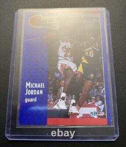 Michael Jordan Hand-Signed Autograph AUTO Trading Card 1991 FLEER #220 No coa