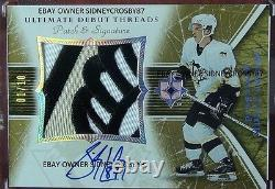 2005-06 Ultimate Debut Threads Sidney Crosby Patch Auto 3 Couleurs #1/10 La Main