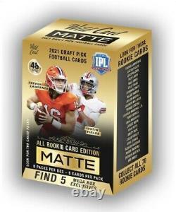 2021 Football Wild Card Matte Gold Mega Box En Main
