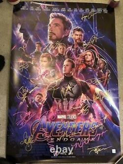 Authentic Hand Signed Avengers Poster 24 Membres De La Distribution Avec Certificat