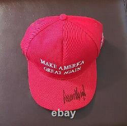 Donald Trump Autograph Signée À La Main Maga Chapeau Avec Lettre D'authenticité