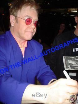 Elton John Hand Signe Le Plus Grand Album De Saut Autographe! Nom Complet Withproof + Coa