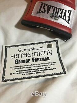 Gant De Boxe Rouge (coa) Everlast Autographié Par George Forman