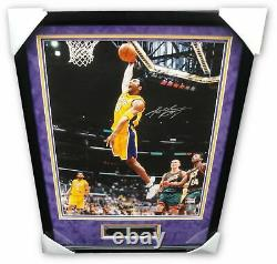 Kobe Bryant Signée À La Main Autographié 16x20 Photo Vintage Slam Dunk Encadrée Psa / Adn