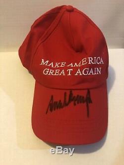 Le Président Donald Trump, Chapeau De Maga Rouge Autographié Et Authentifié À La Main, Garanti