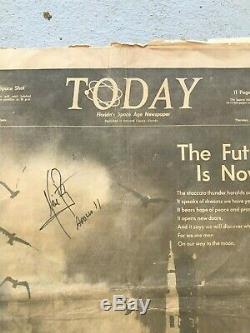 Nasa Apollo 11 Neil Armstrong Main Signée Encadrée Space Coast Journal De Lancement