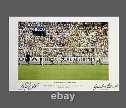 Pele Vs Gordon Banks Double Main Signée 20x13 Football Photograph