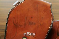 Plate-forme Avec Ceinture De Pistolet Occidentale Saa Autographiée Et Autographiée Par John Bianci Autographiée