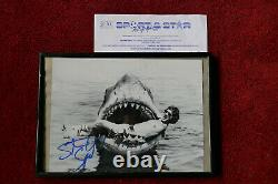 Spielberg Steven Sur Le Plateau De Jaws Signé À La Main 8 X 10 Encadré + Coa Certificat