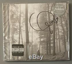 Taylor Swift Autographed Folklore Signée À La Main CD Rare Dans La Main