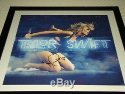 Taylor Swift Signée À La Main 1989 Encadrée Gravure Rouge 22x22 Musique Photo Autograph