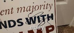 Trump Pence Hand A Signé Un Signe De Campagne. Preuve